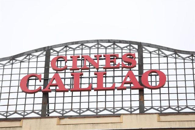 Alto de la fachada de los Cines Callao