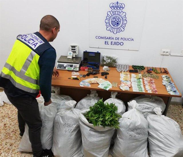 Material intervenido en la operación 'Guancho' efectuada en Vícar (Almería)