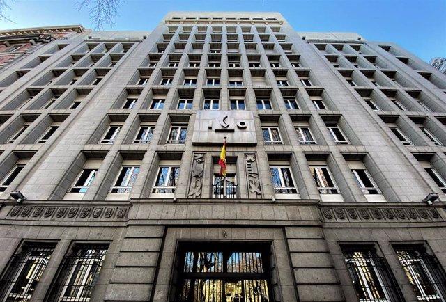 Fachada de la sede del ICO (Instituto de Crédito Oficial), en el Paseo del Prado de Madrid (España).