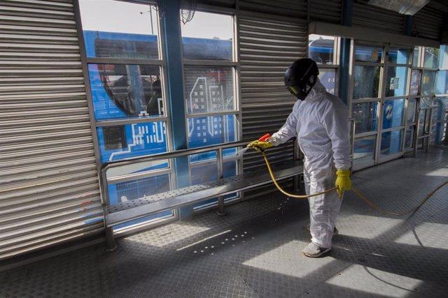 Labores de limpieza en Yakarta
