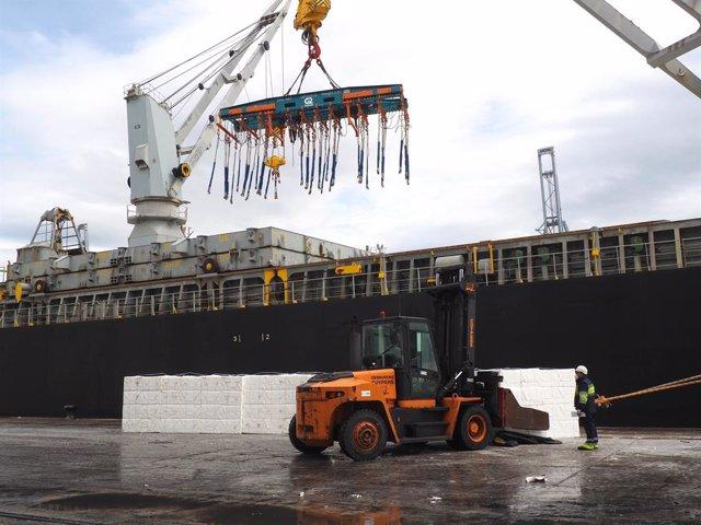 """El Puerto de Tarragona registra la operativa de pasta de papel """"más grande"""" de s"""