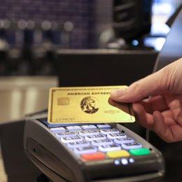 EEUU.- El Covid-19 reduce un 78% el beneficio de American Express en el primer t