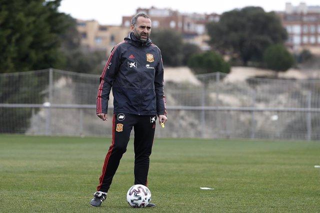 """Fútbol.- Pedro López: """"Las jugadoras sólo tienen un Mundial Sub-20 para vivirlo,"""