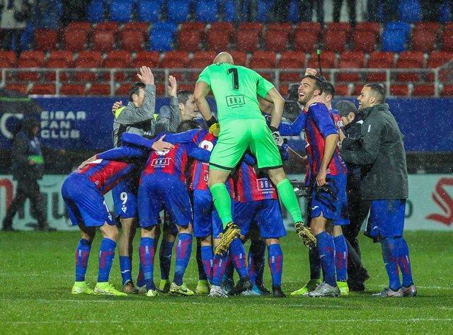 Fútbol.- La plantilla del Eibar se reducirá el sueldo un 15% si no se reanuda la