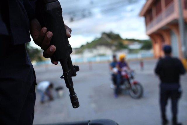 Patrulla policial en las calles de Tegucigalpa (Honduras)