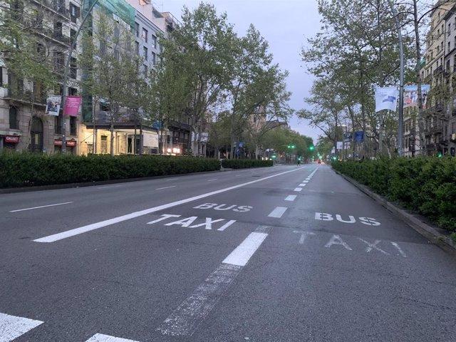La Gran Via dels Corts Catalans de Barcelona sense trànsit
