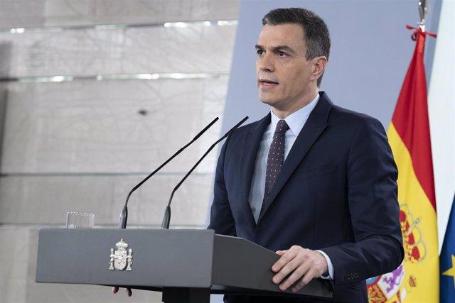 """El presidente del Gobierno, Pedro Sánchez, durante la comparecencia para informar sobre el Covid-19 donde ha anunciado que volverá a pedir al Congreso una nueva prórroga del estado de alarma, la tercera, que se prolongará hasta el 9 de mayo, pero """"aliviar"""