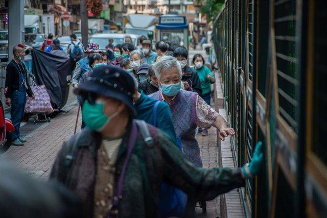 China.- Hong Kong procesará a los activistas detenidos mientras las protestas vu