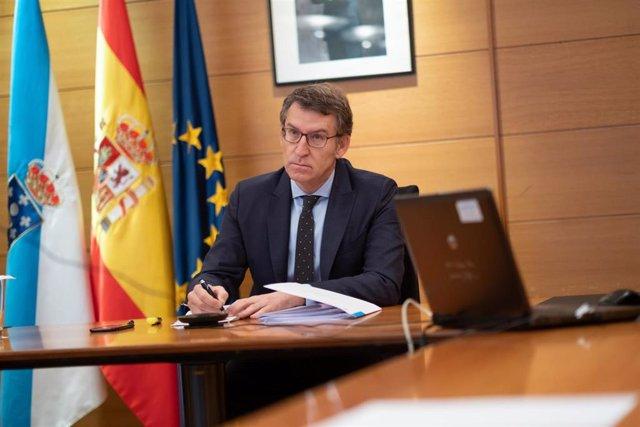 El presidente de la Xunta, Alberto Núñez Feijóo, durante la reunión por videoconferencia de líderes autonómicos y el presidente del Gobierno, Pedro Sánchez.