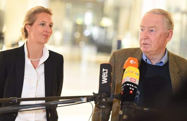 Alemania.- El ultraderechista AfD cesa a su portavoz parlamentario por simpatiza