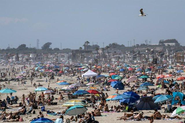 Coronavirus.- Las playas de California, abarrotadas pese al coronavirus