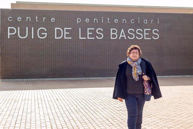 L'exconsellera Dolors Bassa aquest dilluns en sortir de la presó de Puig dels Basses, a Figueres (Girona)