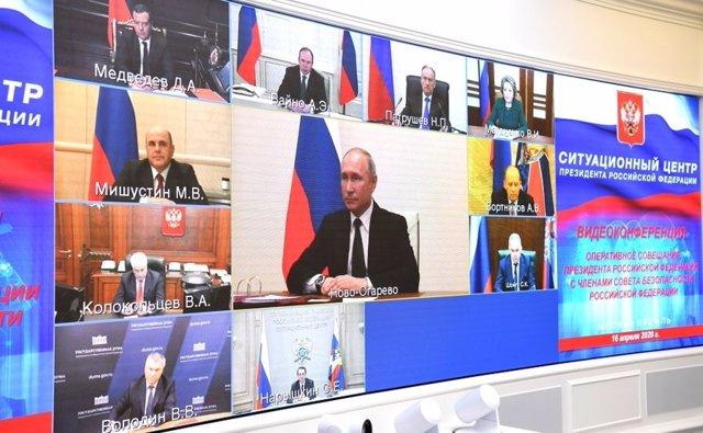 El presidente de Rusia, Vladimir Putin, en una videoconferencia con el Gobierno