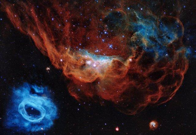 Una arrecife cósmico, imagen conmemorativa de los 30 años del Hubble