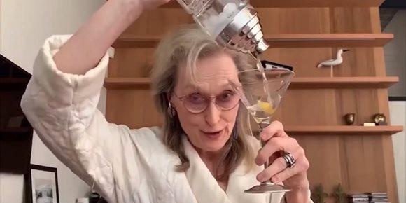 2. VÍDEO: Meryl Streep canta y se emborracha con sus amigas en cuarentena como homenaje a Stephen Sondheim