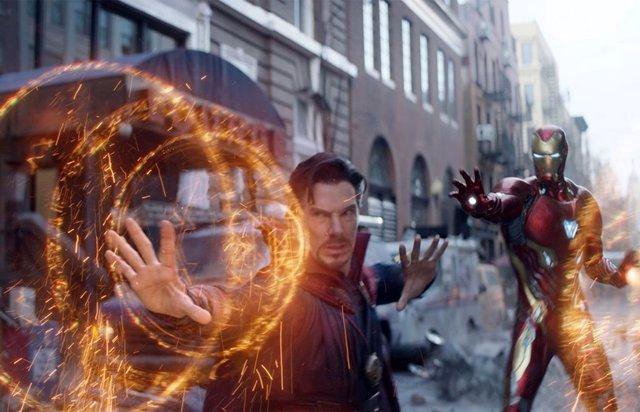 Doctor Strange junto a Iron Man en Vengadores: Infinity War