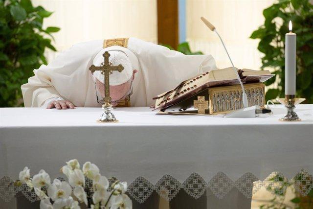 """Coronavirus.- El Papa reza por los artistas y pide """"creatividad"""" para superar la"""