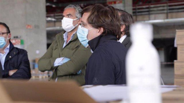 Almeida recibe una nueva remesa de material sanitario donado por empresas y entidades