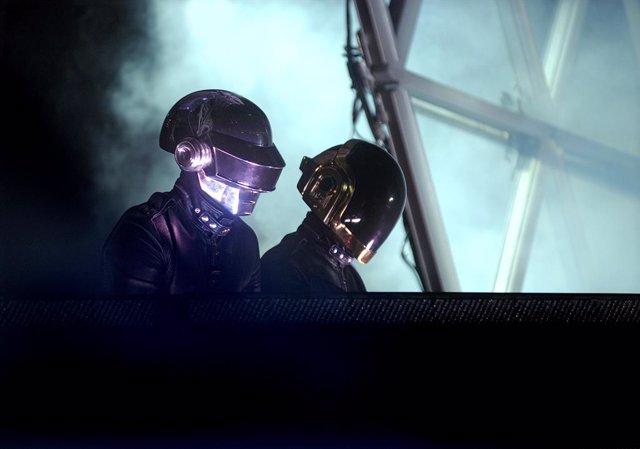 El dúo francés Daft Punk durante un concierto