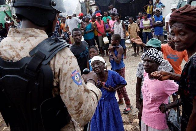 Un sindicato policial ha protagonizado episodios de violencia mientras exigía mejoras salariales durante una manifestación en Puerto Príncipe, la capital de Haití.