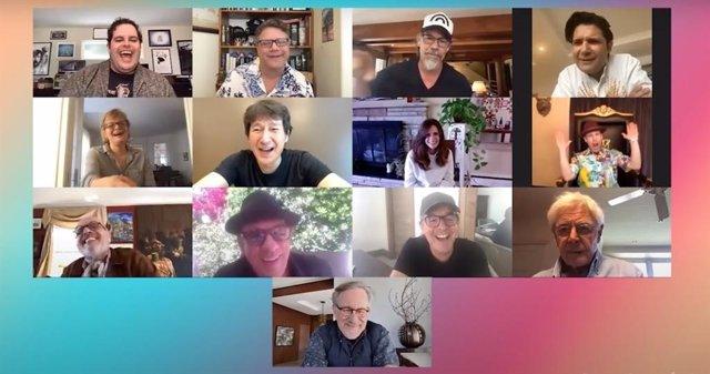Steven Spielberg junto a los protagonistas de Los Goonies en una reunión virtual