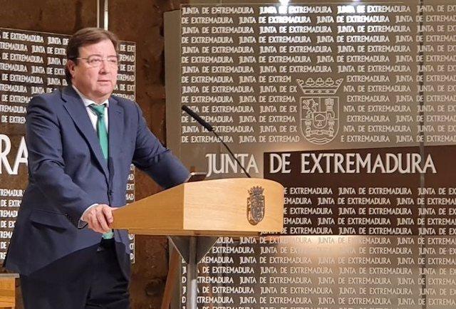 El presidente de la Junta, Guillermo Fernández Vara, en rueda de prensa.