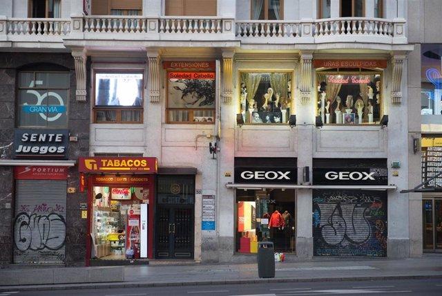 Negocios cerrados en el centro de Madrid tras el anuncio del estado de alarma en España por el coronavirus, en Madrid (España), a 15 de marzo de 2020.