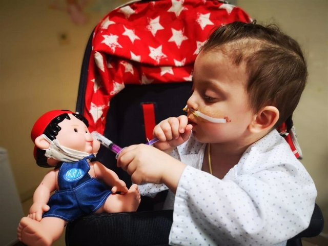 Victor, un niño de Barcelona trasplantado de seis órganos en el Hospital La Paz