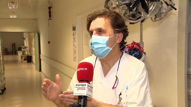 Responsable de la UCI del Hospital Infanta Sofía de Madrid, Ángel González Gallego.