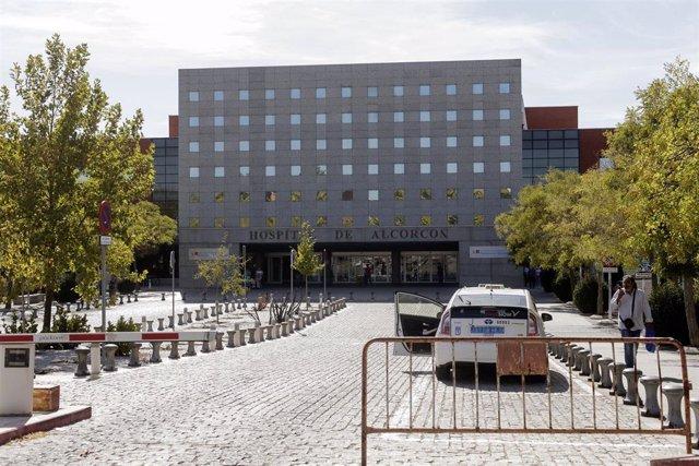 Entrada principal del Hospital de Alcorcón (Madrid).