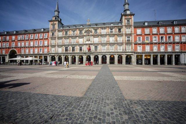 Pocos turistas en la Plaza Mayor de Madrid el pasado 13 de marzo de 2020.