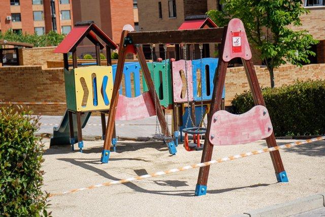 Los patios infantiles continúan cerrados en el primer día en el que se permite la salida de niños en el relajamiento de las medidas de confinamiento