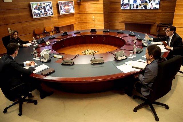 El presidente del Gobierno, Pedro Sánchez, preside el Consejo de Ministros donde han tratados medidas relacionadas con la aprobación del plan de desconfinamiento por la crisis del Covid-19. En Madrid, (España), a 28 de abril de 2020.