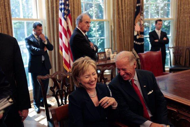 """EEUU.- Hillary Clinton respalda a Biden y afirma que se ha preparado """"para este"""