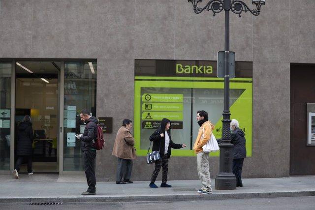 Economía.- Bankia gana 94 millones hasta marzo, un 54% menos, tras provisiones d