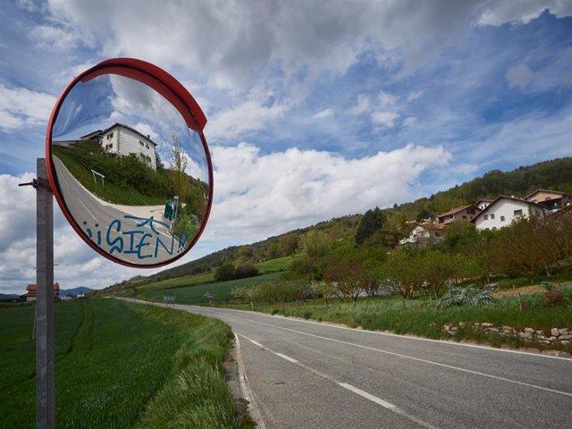 Carretera vacía en el Valle de Ezcabarte durante el día 33 del Estado de Alarma, en Ezcabarte (Navarra)