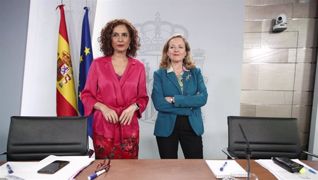 La ministra Portavoz y de Hacienda, María Jesús Montero y la vicepresidenta tercera y ministra de Asuntos Económicos y Transformación Digital, Nadia Calviño.
