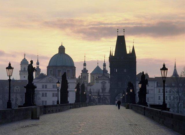R.Checa.- El alcalde de Praga, bajo protección policial por un supuesto plan de