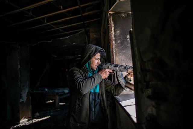 Un combatiente del Gobierno de Acuerdo Nacional de Fayez al Sarraj, respaldado por la ONU.