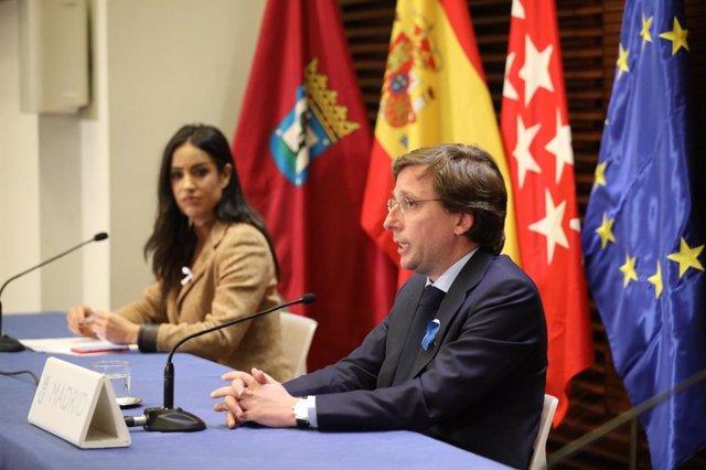 Begoña Villacís junto al alcalde de Madrid, José Luis Martínez-Almeida