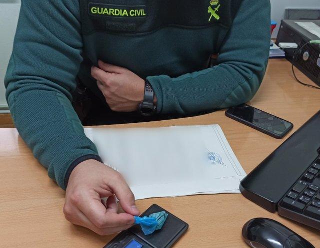 Dosis de heroína intervenidas a un vecino de Bueu (Pontevedra) por tráfico de drogas.