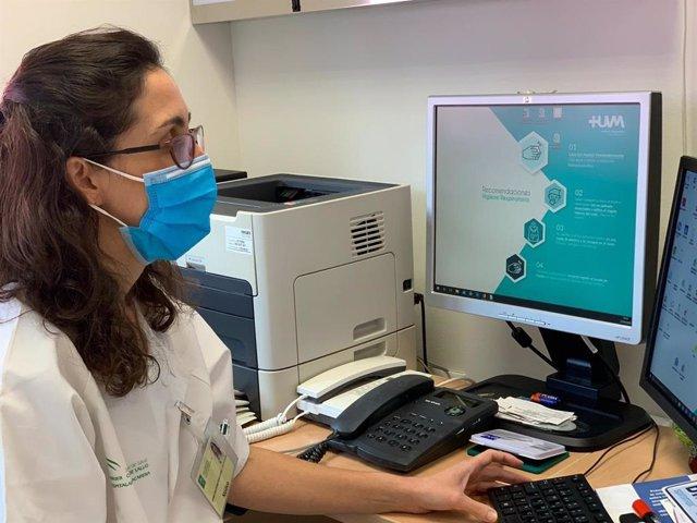 Neumóloga de la Comisión de Asma del Hospital Virgen Macarena de Sevilla