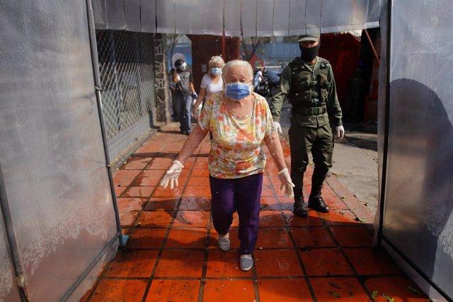 Coronavirus.- Maduro anuncia nuevos permisos para que niños y mayores de 65 años