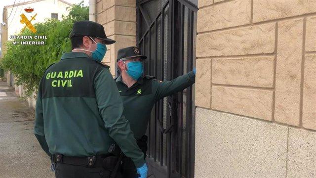 Entrega de libros y tablets por la Guardia Civil en La Rioja
