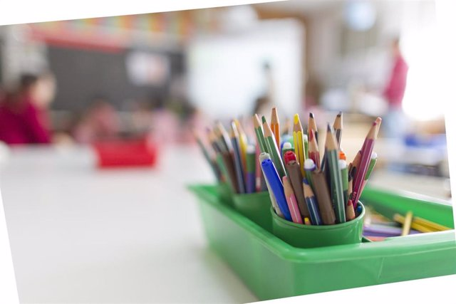 Imagen de lápices utilizados en un aula.
