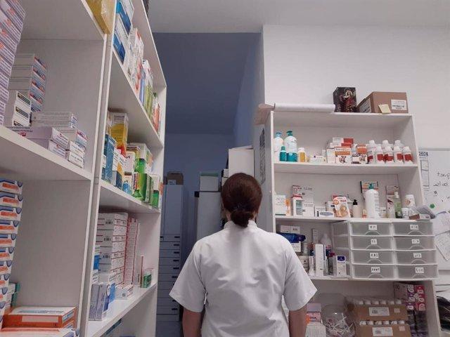 Anna, solicitante de asilo que trabaja como auxiliar de farmacia en Madrid durante la pandemia del coronavirus