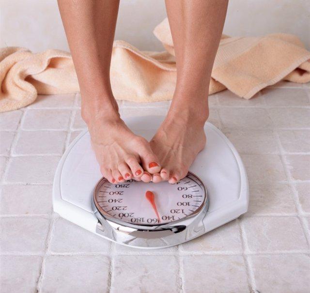 Dieta, peso, adelgazar, engordar, báscula