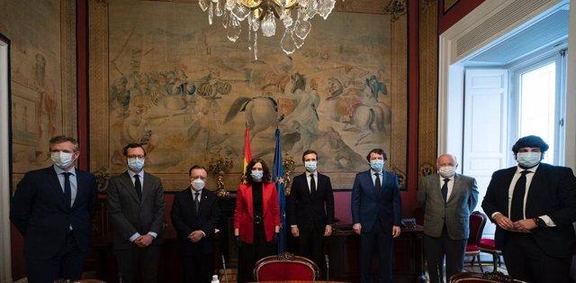 El presidente del PP, Pablo Casado, se reúne con los presidentes de CCAA del PP antes de la Comisión General de Comunidades Autónomas celebrada en el Senado. En Madrid, a 30 de abril de 2020.