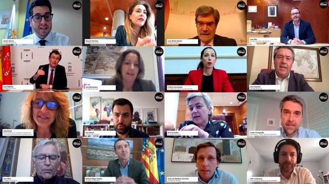 Encuentro del Ayuntamiento de Barcelona con miembros del consistorio de 15 ciudades españolas