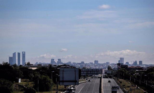 Cielo despejado en Madrid visto desde Cuatro Vientos durante el día 46 del estado de alarma. En Madrid (España), a 29 de abril de 2020.